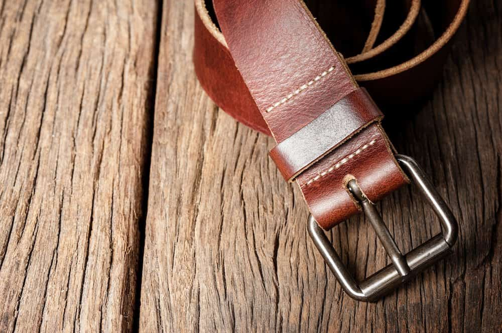 how to put on a belt buckle
